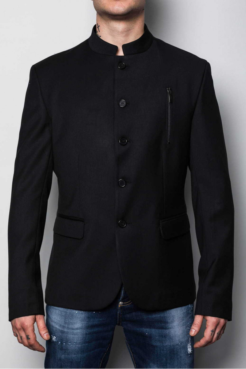 Suits WGG23